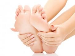 Şosete hidratante cu gel: ulei de lavandă şi vitamina E